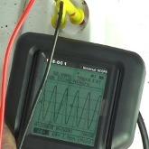 Mesurant la tension du réseau avec la série d'oscilloscopes PCE-OC 1.