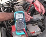 Verifiant les masses électriques d'un véhicule avec la série d'oscilloscopes PCE-DM 22.