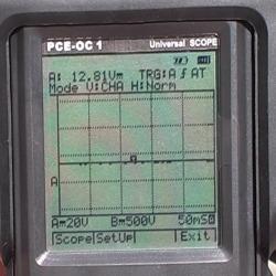 Ecran des oscilloscopes de la série PCE où l'on peut voir le résultat d'une mesure effectuée.